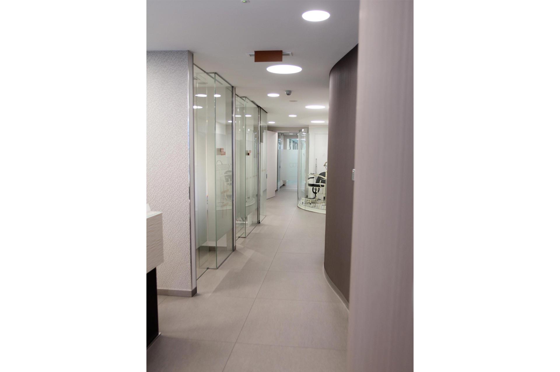 acceso a salas de espera clinica Blanco Ramos
