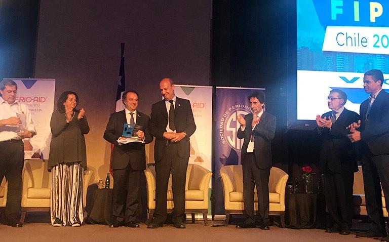 Dr Juan Blanco reconocido por FIPP periodontista distinguido 2015-2017